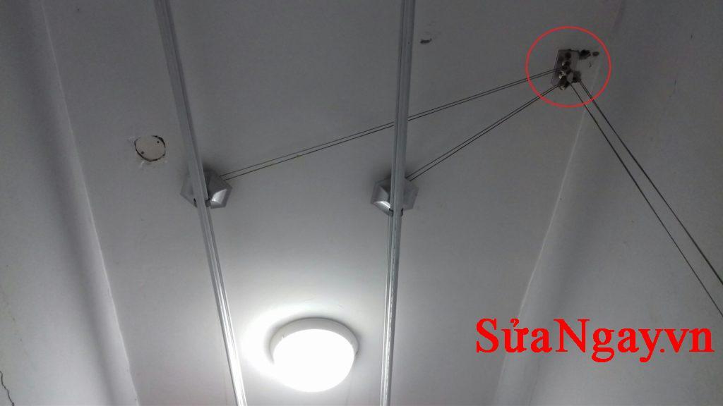 buly dẫn hướng 45.000 /1 chiếc bảo hành 12 tháng, thiết kế hợp kim chắc chắn khi gắn trên tường.