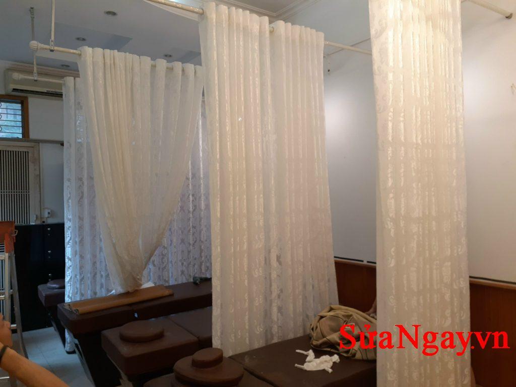 Lắp rèm spa giá 150k/bộ