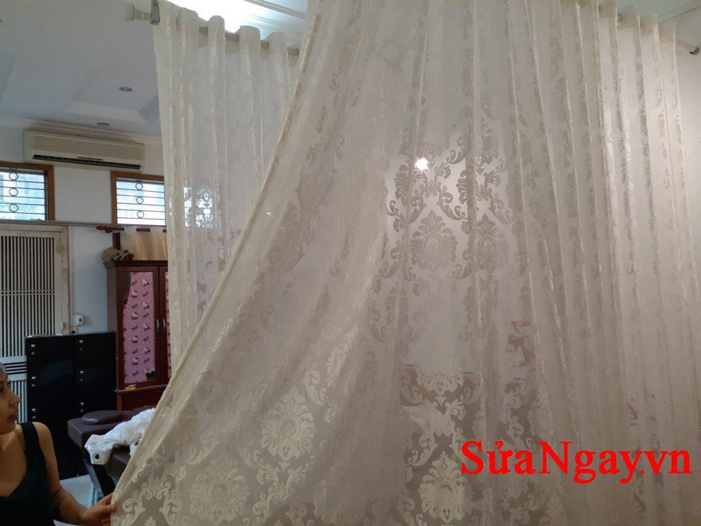 Rèm spa cần lắp đặt theo yêu cầu giá chỉ 150k/bộ và thanh rèm giá 80k/mét